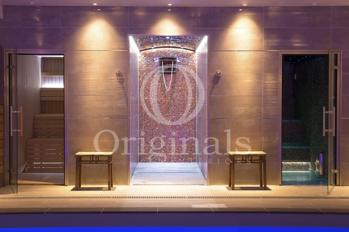 Swimming pool with a sauna with a glass door, a shower with mosaic patterns, a steam cabin - Originals Interiors