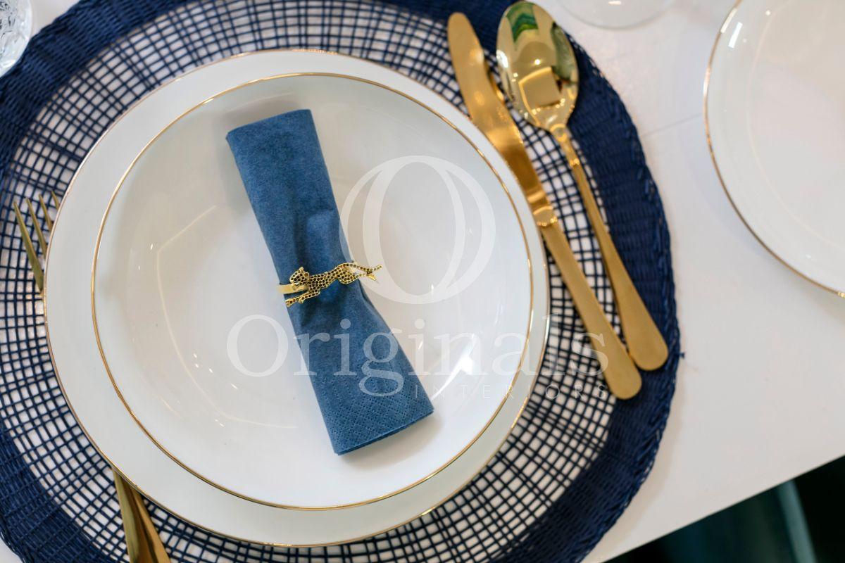 Blue napkin with golden cutlery - Originals Interiors