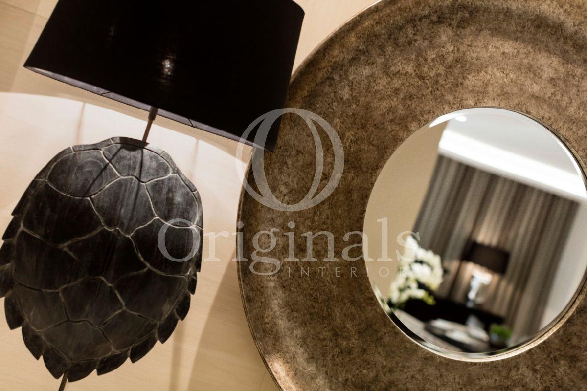Desinger lamp and small mirror - Originals Interiors