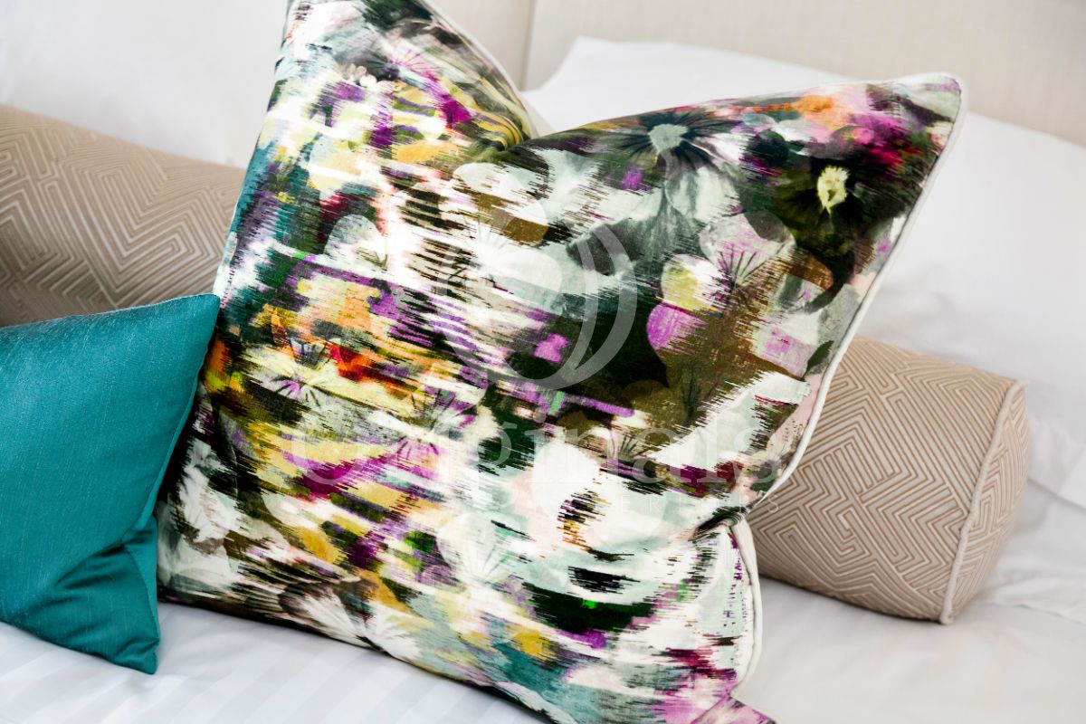 Pillow with flower design - Originals Interiors